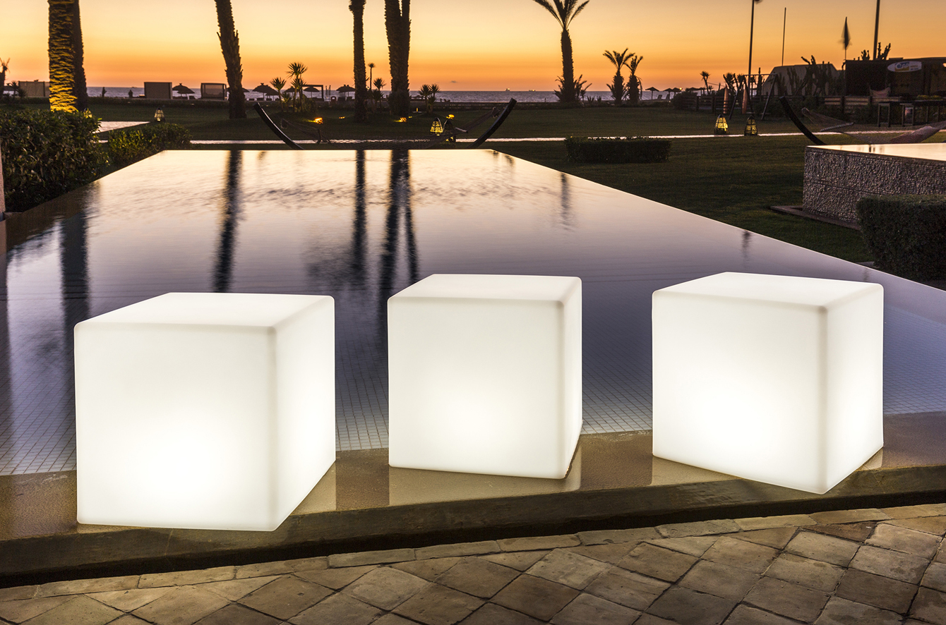 Cube Bluetooth Sharp L LED Indoor/Outdoor Lamp by Smart & Green