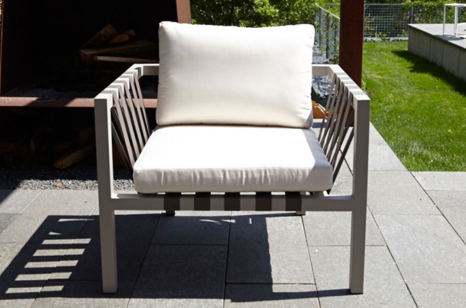 Jibe Outdoor Lounge Chair by Blu Dot