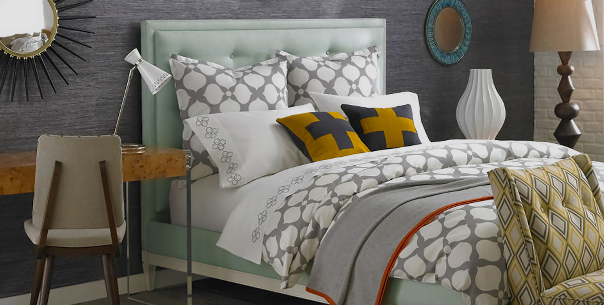 How to Combine a Modern Guest Room and Office