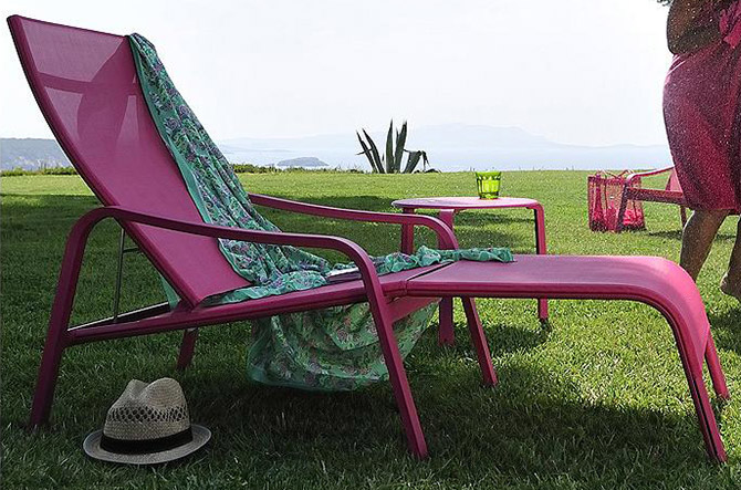 Alize Stackable Sunlounger by Fermob