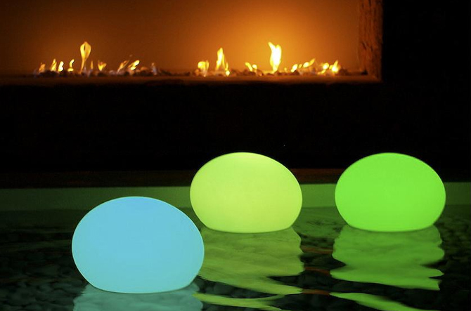Flatball XXS LED Indoor/Outdoor Lamp by Smart & Green