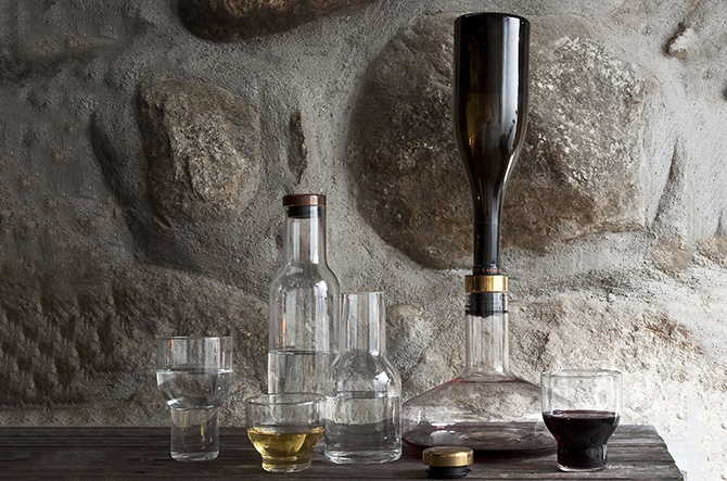 Wine Breather Carafe Deluxe – Gold by Menu