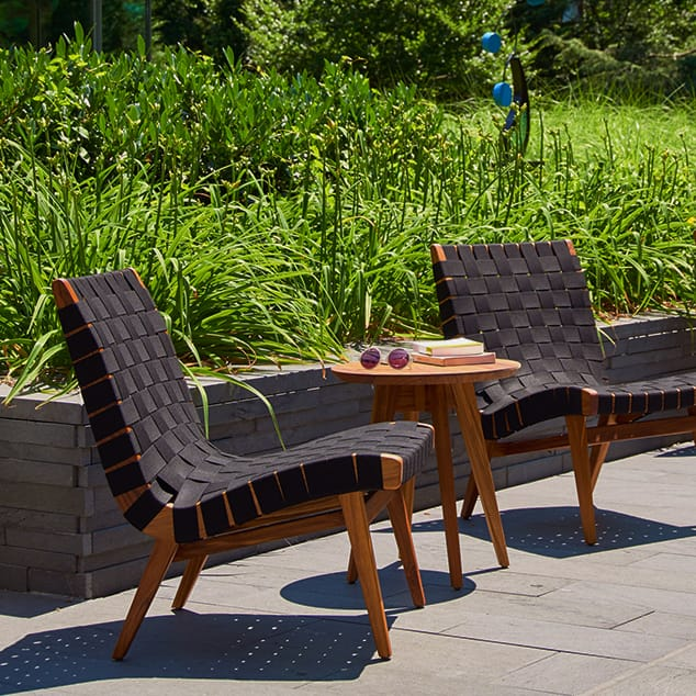10 Outdoor Lounge Chairs.