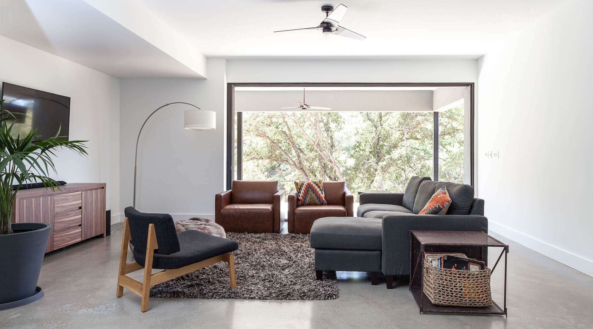 Lower level living room. Fan: Torsion Fan by Modern Fan Company. All photos © Kat Alves Photography.