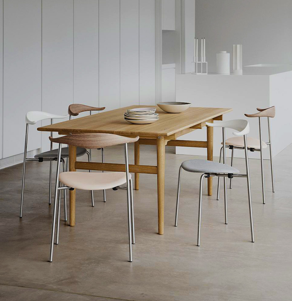 CH327 Dining Table with One Leaf by Carl Hansen